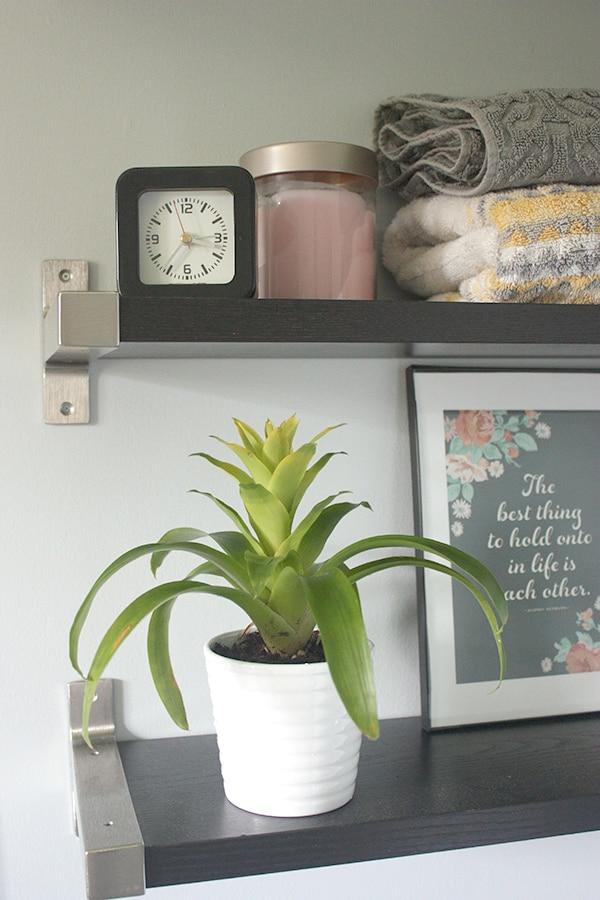Bathroom shelves // amber-oliver.comBathroom shelves // amber-oliver.com