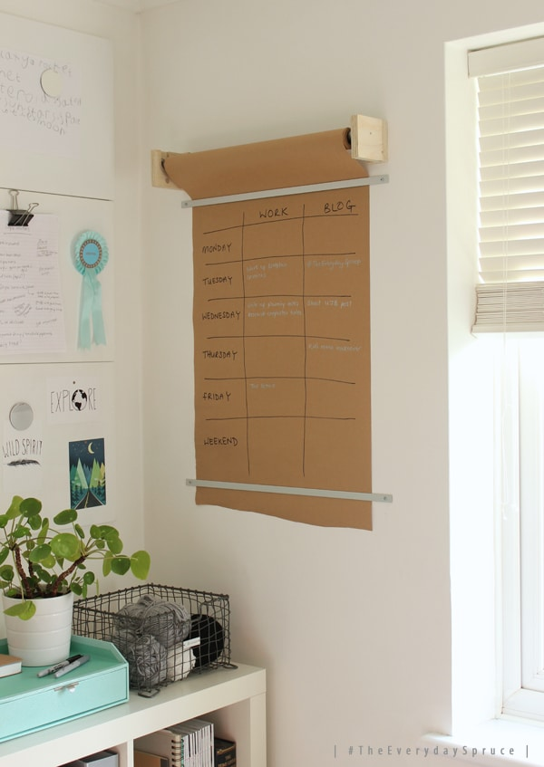 TheEverydaySpruce- butcher paper calendar http://www.growingspaces.net/2015/01/theeverydayspruce-diy-wall-planner/