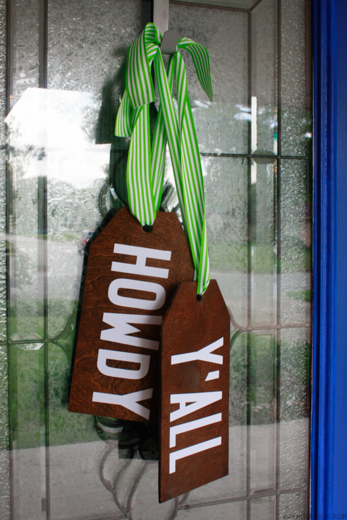 DIY Door Hangers - Make your own wooden door hangers!