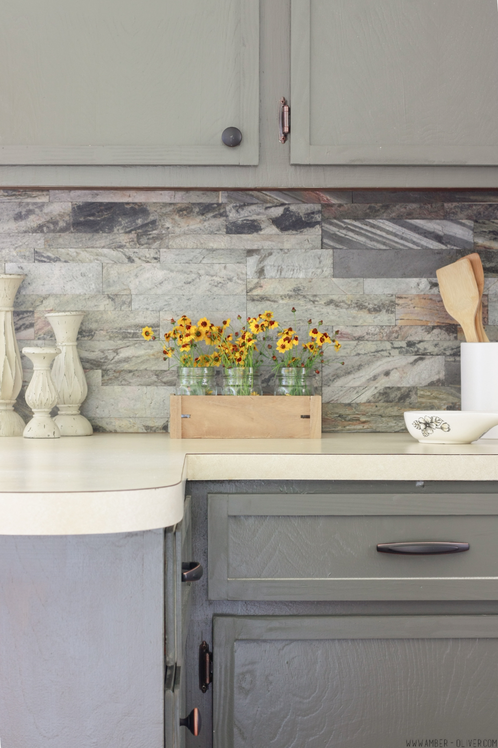 Kitchen remodel on a budget! Find out how to install peel and stick backsplash and tackle this project in one afternoon!