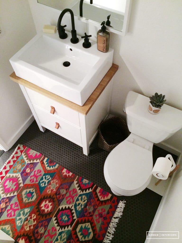 cute rug in bathroom