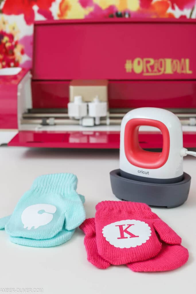 Create monogrammed mittens quickly and easily using the Cricut EasyPress Mini!