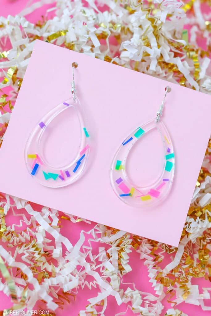 DIY confetti earrings made from resin