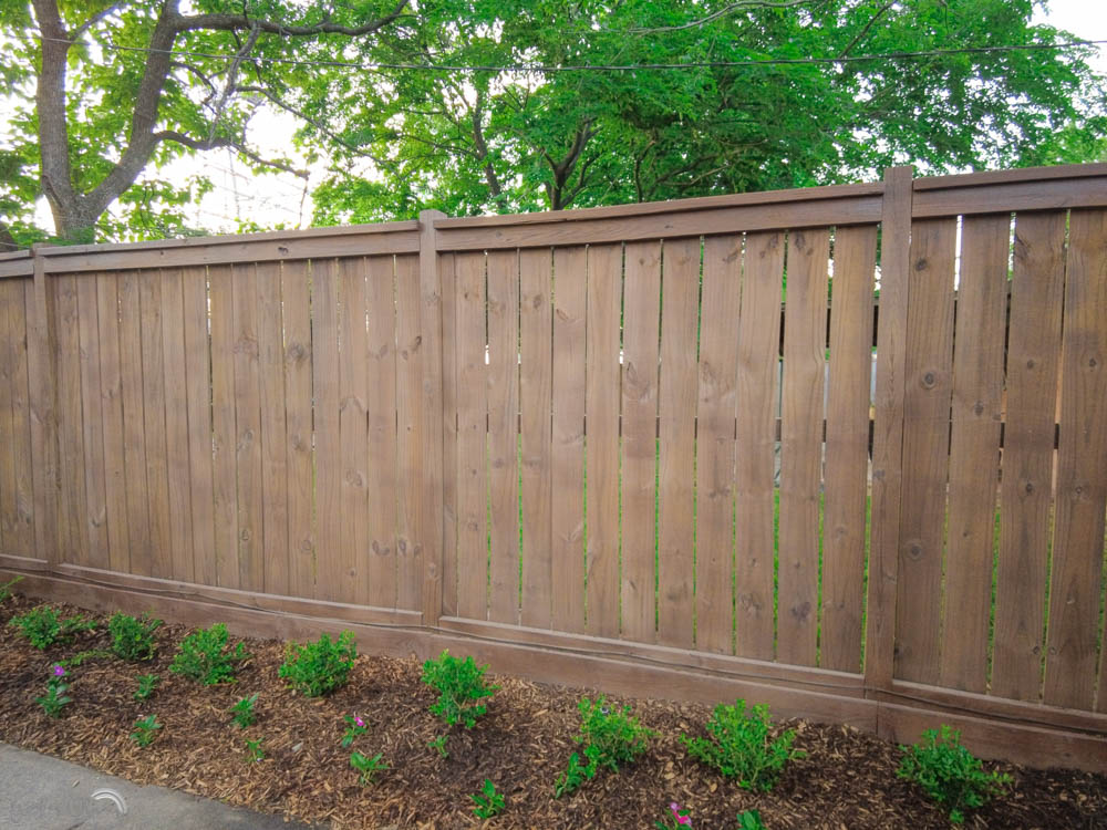 how to stain a fence quickly and easily